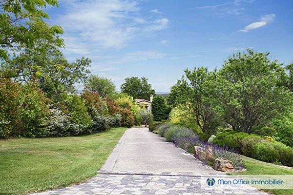 Maison 273m2 sur 14500m2 + dépendances 15min Aix en Provence Sud